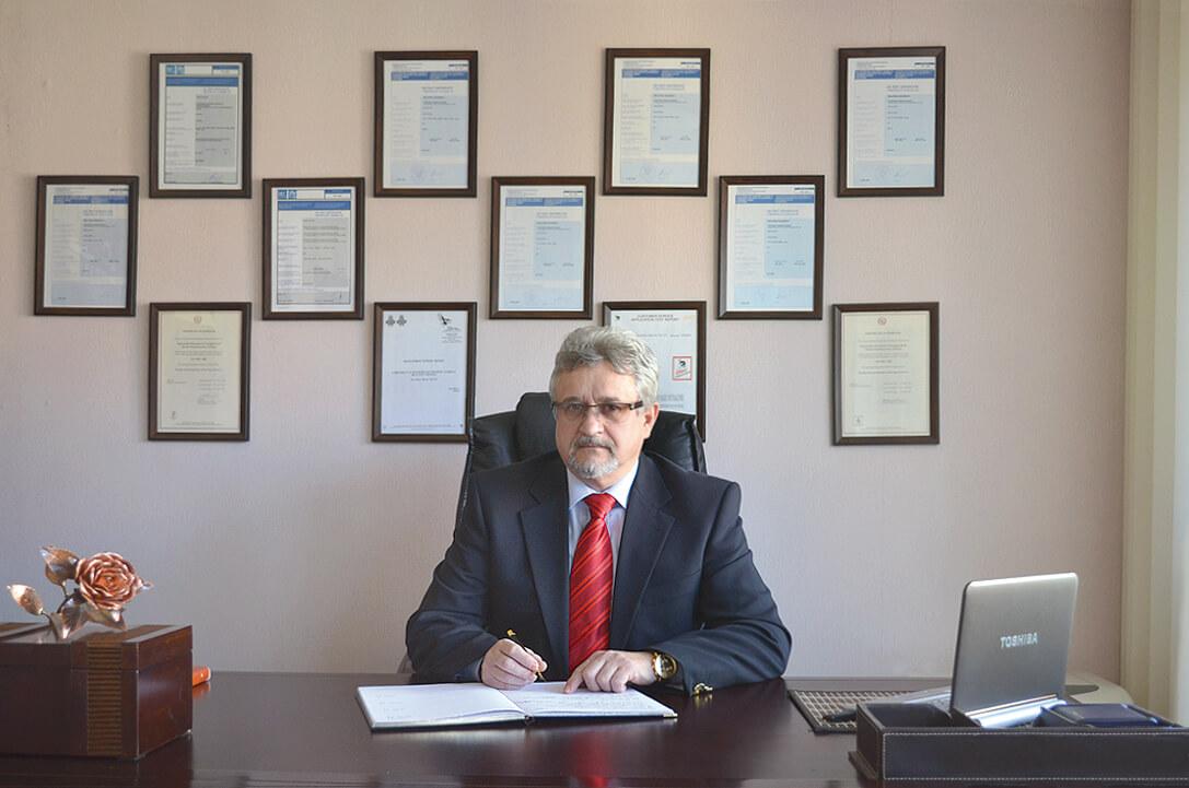 Prezes firmy WUG MB w gabinecie
